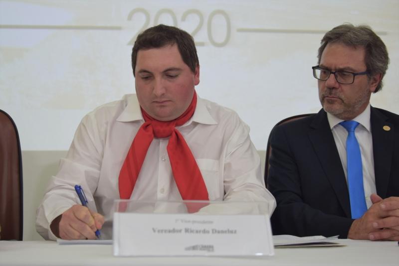 Ricardo Daneluz assumiu como prefeito em exercício e fica no cargo até realização de eleição indireta
