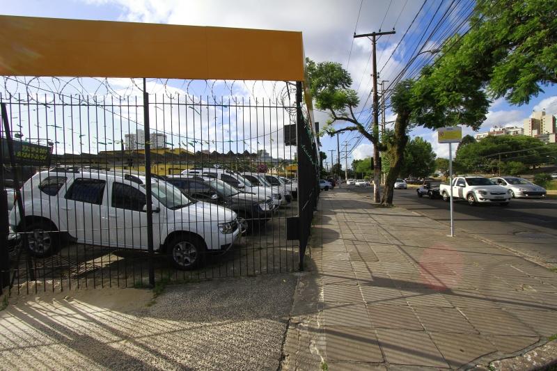 Sem saber o que esperar da economia, compradores postergaram decisão de adquirir um carro