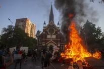 Igreja é incendiada no primeiro protesto do ano no Chile