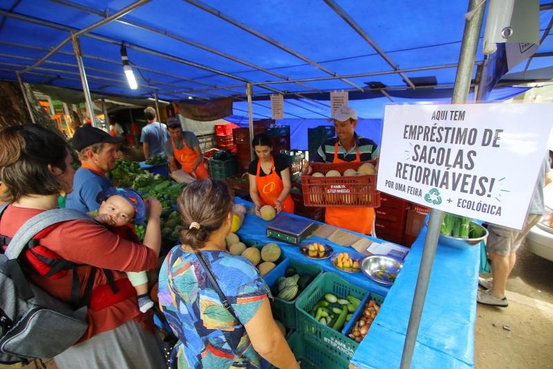 Stefanoski, de Cerro Grande do Sul, ofereceu sacolas retornáveis, mas o produto esgotou no início da feira