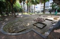 Abandono da Praça Júlio de Castilhos incomoda moradores de Porto Alegre