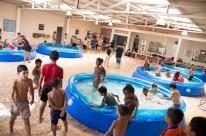 Piscinas e atividades recreativas fazem parte de projeto de férias