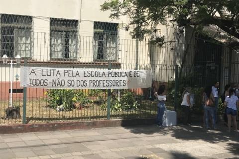 Escolas em greve expõem impasse entre governo e Cpers