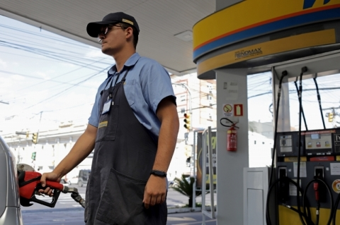 Petrobras eleva novamente preço da gasolina nas refinarias