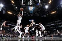 Depois de 26 jogos fora, Kyrie é cestinha e lidera Nets em triunfo
