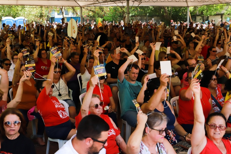 A assembleia aconteceu no pátio do Colégio Cândido José de Godói, na zona norte de Porto Alegre