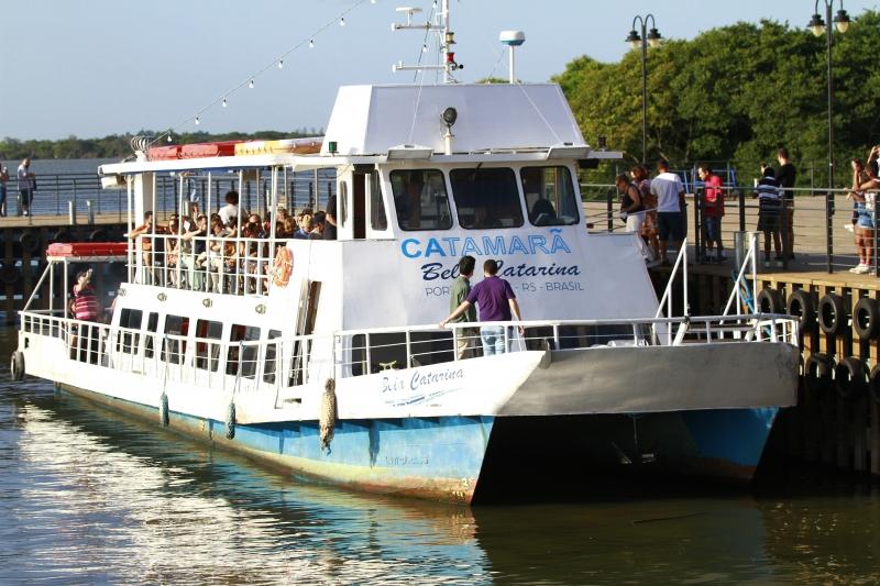 Catamarã terá onze viagens durante a semana, dez aos sábados e oito aos domingos e feriados