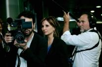 Pelo Twitter, governo ataca cineasta Petra Costa: 'militante anti-Brasil'