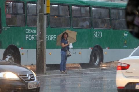 Defesa Civil de Porto Alegre alerta para temporal e vento de 100km/h nesta sexta-feira
