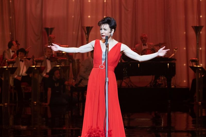 Atriz ganhou um Globo de ouro por sua interpretação da cantora Judy Garland