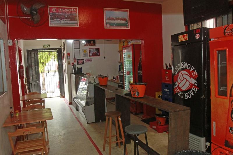 Estrutura do bar Dezenove Zero Nove, bar temático da torcida colorada que fica na frente do Beira Rio.