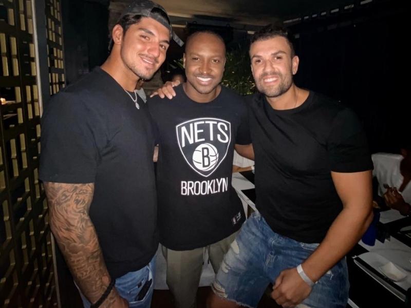 Gabriel Medina, Thiaguinho e Rodrigo Billi no 300 Cosmo Beach Club, em Jurerê Internacional