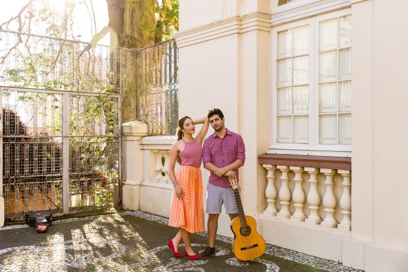 Duo Samba e Amor interpreta repertório de samba e música brasileira