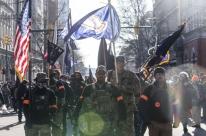 Milhares de pessoas protestam na Virgínia contra restrições à posse e compra de armas