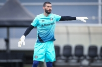 No dia do retorno de Renato, goleiro Vanderlei é apresentado