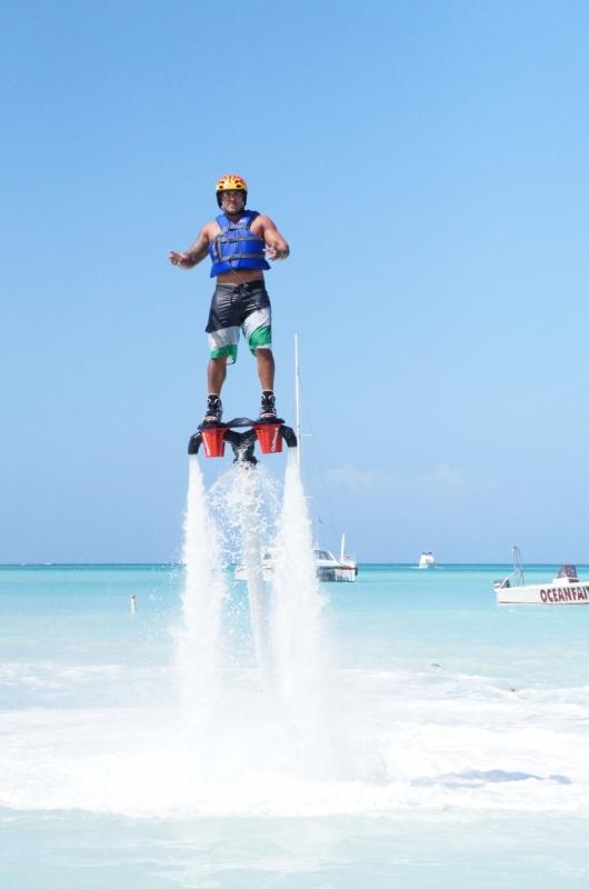 Jetblade é uma experiência radical praticada principalmente nas praias do Caribe