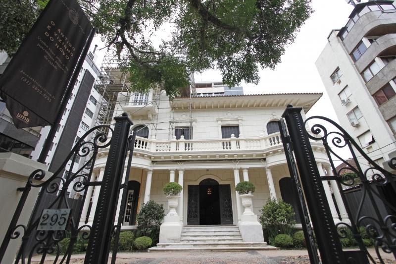 Acordo entre os donos e a empresa que ergueu um prédio garantiu a restauração do palacete