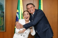 'Casamento' com Regina Duarte deve sair 'quarta ou quinta', diz Bolsonaro