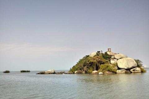 A Ilha das Pedras Brancas...