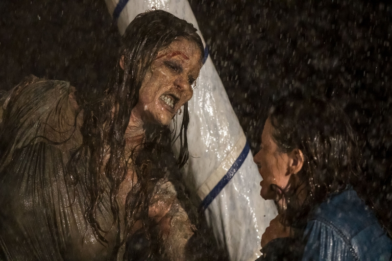 Uma família enfrenta situações assustadoras em A possessão de Mary
