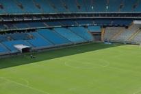 Gramado da Arena do Grêmio tem falhas na largada da temporada