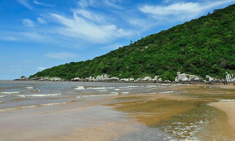 Um das três praias, a de Fora tem como limite diário de ocupação 200 pessoas