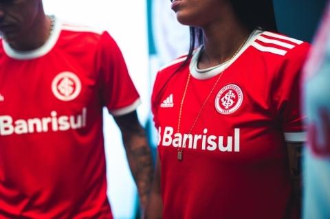 Inter procura Adidas para resolver reclamação da torcida por camisa