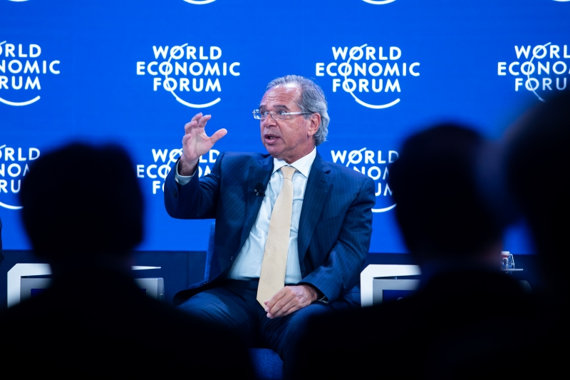 Guedes cancelou a participação em Davos para resolver assuntos internos do ministério