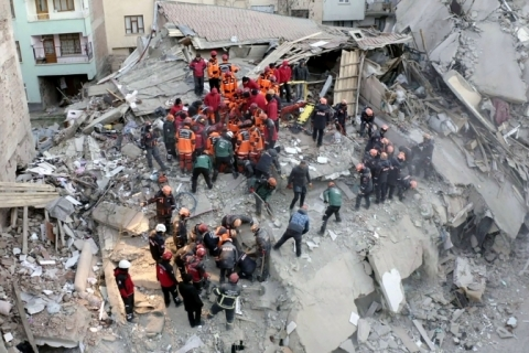 Número de mortos em terremoto na Turquia aumenta para 29