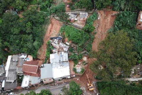 Sobe para 12 o número de mortes causadas pelas chuvas em Minas Gerais