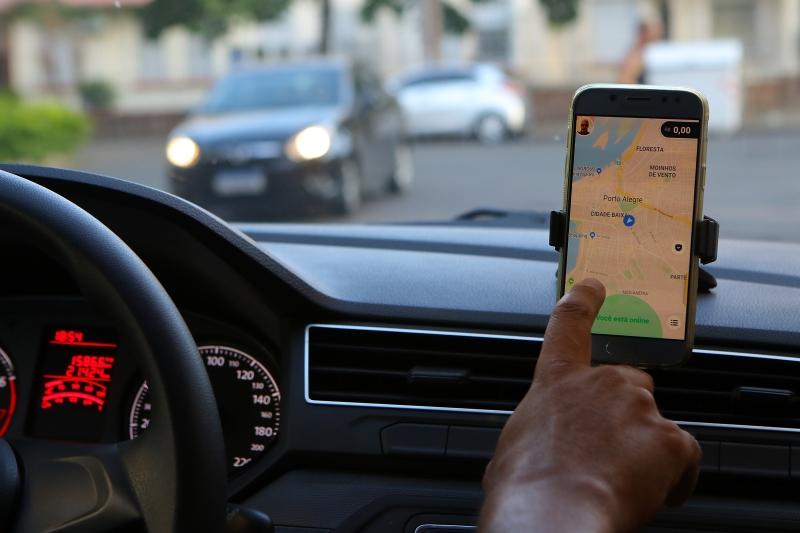 Aplicativos da empresa,  Uber e UberEats, passarão a ter a aba Mercado para o novo serviço