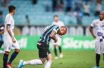 Everton decide e garante a vitória do Grêmio