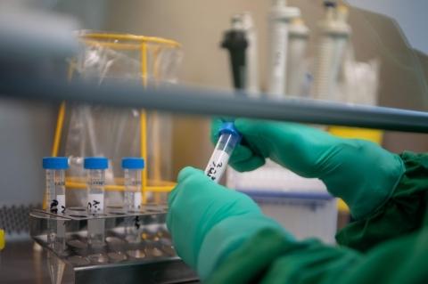 Reino Unido acusa russos de tentarem roubar informações sobre vacina contra Covid