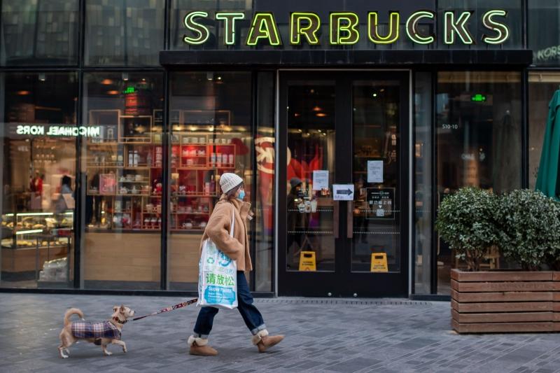 Rede de cafeterias Starbucks fechou mais de metade de suas lojas chinesas