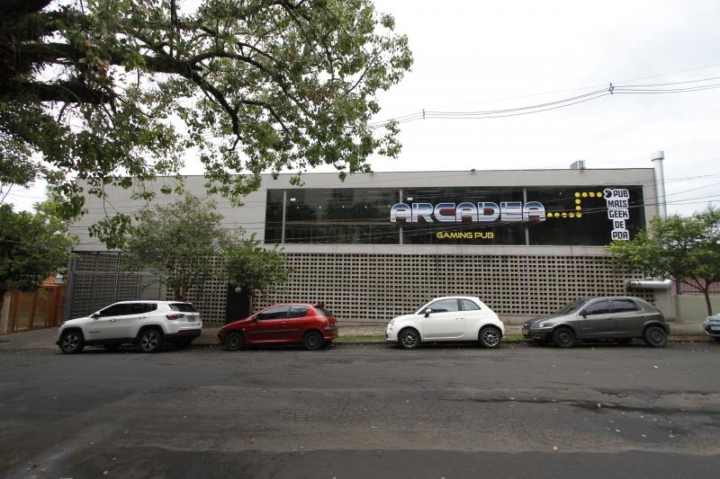Novo bar de games, o Arcadea Pub, abre em Porto Alegre.
