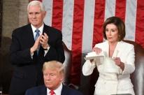 Nancy Pelosi rasga discurso do Estado da União de Trump