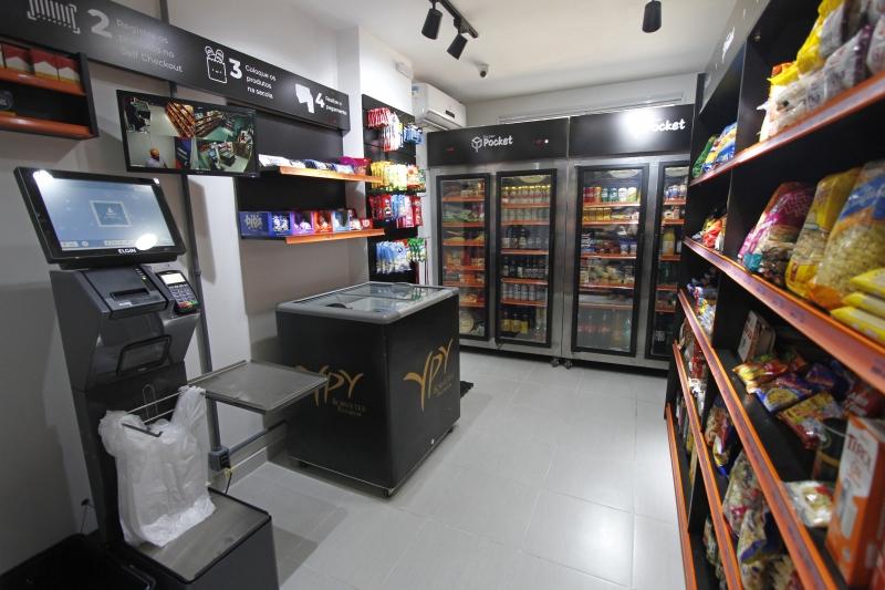 Empreendedores lançam conceito de loja de conveniência para condomínios. A Superpocket24 começou a operar em Porto Alegre nesta semana.