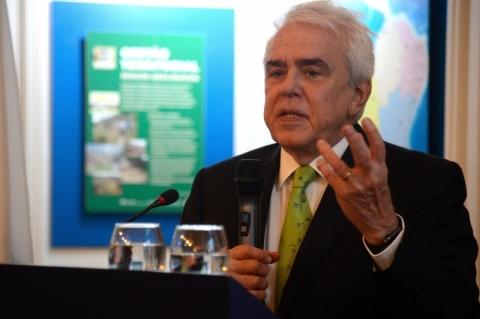 'Não é hora de lobby para elevar impostos', afirma presidente da Petrobras