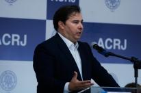 Se governo não quer privatizar Correios, que decida logo, diz Maia