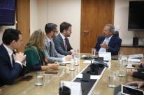 Eduardo Leite trata com Guedes sobre regras para acordo da dívida