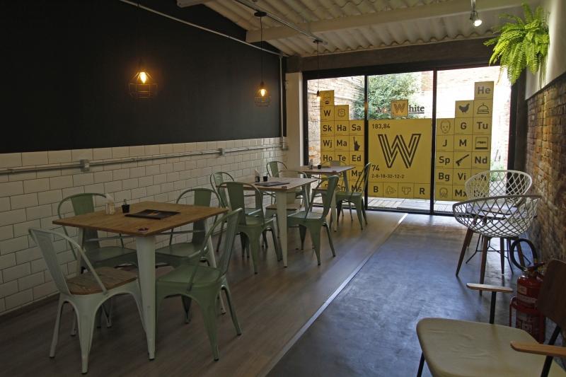 Ambiente do Mr. White, café recém-inaugurado na Cidade Baixa e inspirado em Breaking Bad.