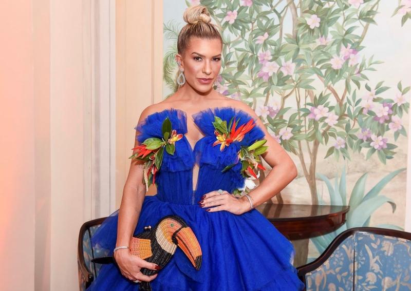 Lorena Improta em clima tropical no Baile da Vogue