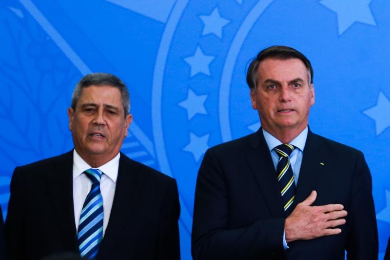 General Braga Netto (e) é um dos três ministros militares da equipe de Bolsonaro
