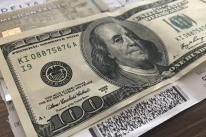 Dólar do cartão de crédito deve ser o do dia da compra