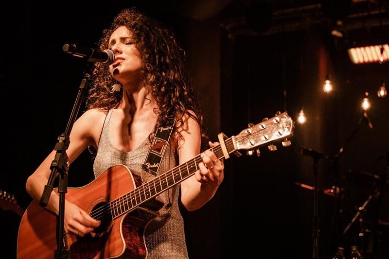 Cantora se apresenta no UM Bar& Cozinha e no Barra Music Summer