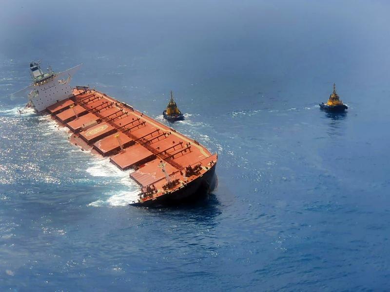 A embarcação Stellar Banner carrega 3,6 mil toneladas de óleo