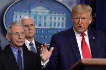 Trump desiste de postura mais moderada em relação à pandemia de Covid-19 e volta a defender uso de cloroquina