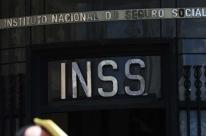 Militares e servidores aposentados devem começar no INSS em abril