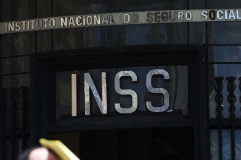 Governo federal avalia permitir devedores do INSS a usarem crédito público