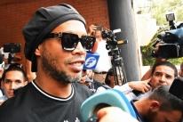 Defesa de Ronaldinho pede mudança para prisão domiciliar no Paraguai